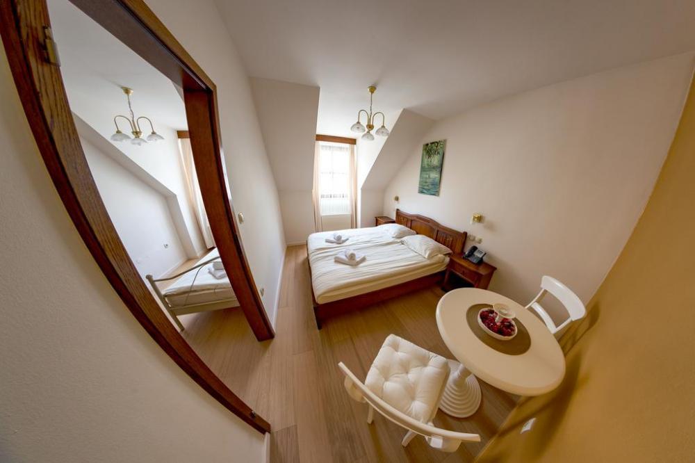 HOTEL IN RESTAVRACIJA SPLAVAR, BREŽICE24
